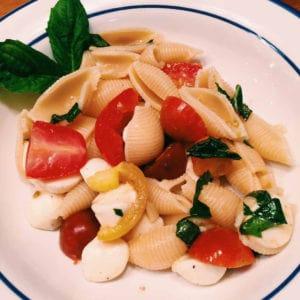 pasta with tomatoes and mozzarella